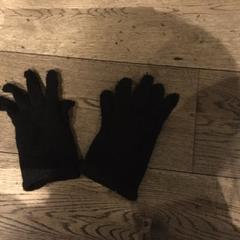 Gloves black, as reported by Conscious Hotel Vondelpark using iLost