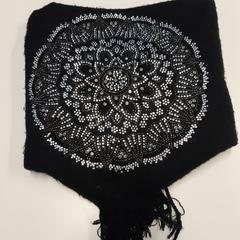 Sjaal zwart met glitter opdruk, zoals gemeld door Connexxion Zeeuws-Vlaanderen met iLost