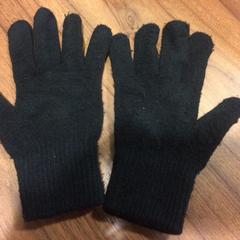Zwarte handschoenen, as reported by Pathé Haarlem using iLost