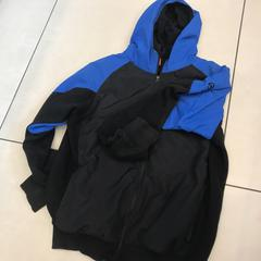 Blauwe zwarte jas, as reported by Johan Cruijff ArenA using iLost