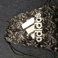 Adidas rugtas (gevonden op 1 dec2020), zoals gemeld door UVO Vervoer met iLost