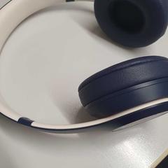 Headphones, zoals gemeld door The Tire Station Hotel met iLost
