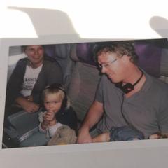 foto 2 volwassenen 1 kind (in vliegtuig?), zoals gemeld door Bibliotheek Utrecht met iLost