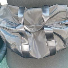zwarte nylontas met sportkleding, zoals gemeld door Connexxion Overijssel/Flevoland-IJsselmond met iLost