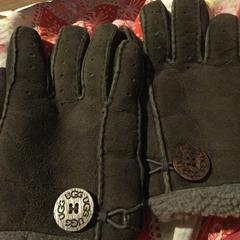 Handschoenen UGG, gerapporteerd met iLost