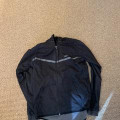 Zwarte jas, zoals gemeld door Gemeente Hilversum met iLost