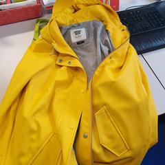 Gele regenjas, as reported by Connexxion Zeeuws-Vlaanderen using iLost