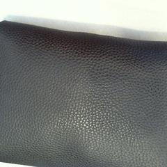 zwart nepleren schoudertasje, zoals gemeld door Walibi Holland met iLost