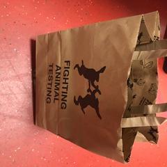 Tas met cosmetica, zoals gemeld door Pathé Buitenhof met iLost