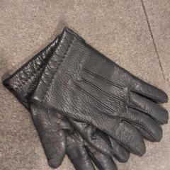 handschoenen, zoals gemeld door Internationaal Theater Amsterdam met iLost