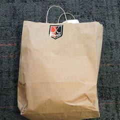 Papiere tas met witte badjas?, zoals gemeld door Connexxion Amstelland-Meerlanden Amstelveen met iLost
