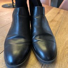 Leder Shoes, zoals gemeld door Hotel Arena met iLost
