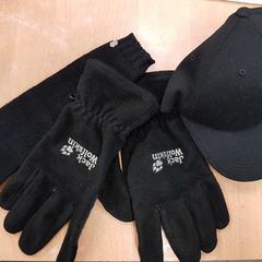 Pet + handschoenen, zoals gemeld door Inntel Hotels Amsterdam Centre met iLost