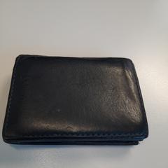 Portemonnaie zwart, come riportato da Connexxion Zeeuws-Vlaanderen utilizzando iLost