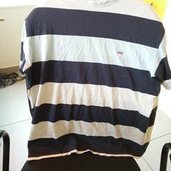 T-shirt à rayures, a été signalé par MEININGER Hotel Lyon Centre Berthelot utilisant iLost