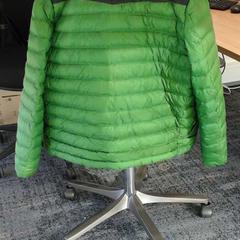 groen gewatteerd jasje, zoals gemeld door Connexxion Haarlem AML met iLost