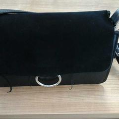 Zwarte handtas, zoals gemeld door Connexxion Amstelland-Meerlanden Amstelveen met iLost
