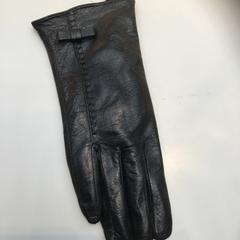Right black leather glove, as reported by Rijksmuseum using iLost