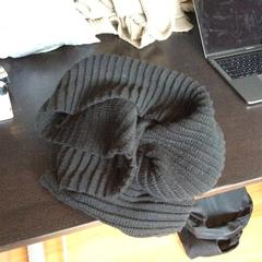 long black wollen scarf, as reported by Zoku using iLost