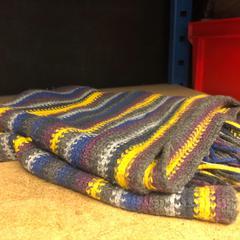 Gekleurde sjaal van de HEMA, zoals gemeld door Pathé Arena met iLost