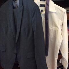 Pak + blouse + stropdas, as reported by Van der Valk Hotel Wolvega Heerenveen using iLost