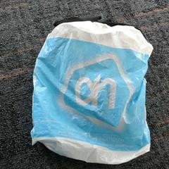 Plastic tas met zwart kledingstuk, zoals gemeld door Connexxion Amstelland-Meerlanden Amstelveen met iLost