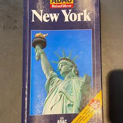ADAC Reiseführer New York boek, zoals gemeld door Conscious Hotel Westerpark met iLost
