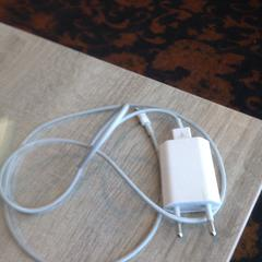 Telefoon oplader, as reported by Van der Valk Hotel Veenendaal using iLost