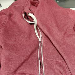 Rood vest, zoals gemeld door IKEA Haarlem met iLost