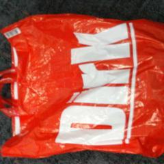 Dirk plastic tas, segons ha informat Connexxion Amstelland-Meerlanden Schiphol Noord mitjançant iLost