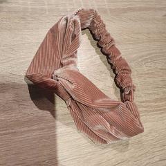 Haarband, zoals gemeld door Van der Valk Hotel Apeldoorn - De Cantharel met iLost