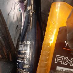 shampoo, tandenborstel en tandpasta, gemeldet von Van der Valk Hotel Breukelen über iLost