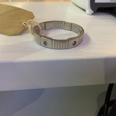 Armband, as reported by Eindhoven Airport using iLost