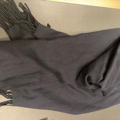 zwarte sjaal, zoals gemeld door Van der Valk Hotel Breukelen met iLost