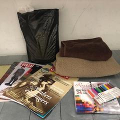Jackets, pencils, books and more, zoals gemeld door The Tire Station Hotel met iLost