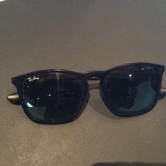 Rayban zonnebril, zoals gemeld door Van der Valk Hotel Amsterdam Zuidas met iLost