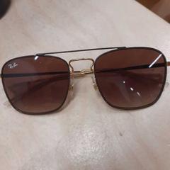 Rayban zonnebril, zoals gemeld door IKEA Barendrecht met iLost