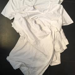 2 t shirt  white, as reported by Sir Albert Amsterdam using iLost