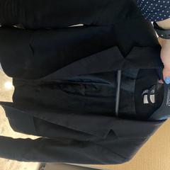 Zwarte blazer, gemeldet von Van der Valk Hotel Heerlen über iLost