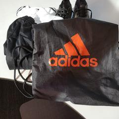 Zwarte adidas tas met inhoud, as reported by Connexxion Zeeland using iLost