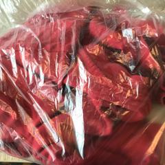 Rood t shirt, zgłoszono przez Van der Valk Hotel Veenendaal przy użyciu iLost