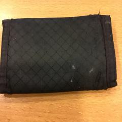 Zwarte portemonnee op naam van Zobir, come riportato da Gemeente Amsterdam utilizzando iLost