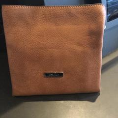 Wallet, zoals gemeld door The Tire Station Hotel met iLost