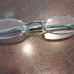 bril, zoals gemeld door Internationaal Theater Amsterdam met iLost