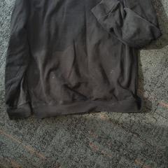 Zwarte sweater, as reported by Connexxion Amstelland-Meerlanden Schiphol Zuid using iLost