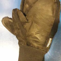 Zwarte handschoenen met leer, zoals gemeld door TivoliVredenburg met iLost