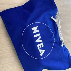 Blauwe Nivea tas, zoals gemeld door Connexxion Amstelland-Meerlanden Schiphol Noord met iLost