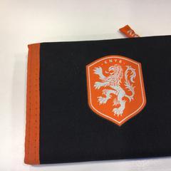 Rood/0ranje portemonnee op naam van Scholte, conforme relatado por Gemeente Amsterdam usando o iLost