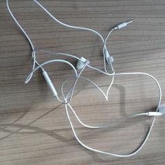 Koptelefoon  oortjes, zoals gemeld door Connexxion Noord Holland Noord Hoorn met iLost