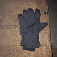 Zwarte handschoen, zoals gemeld door De Heeren van Aemstel met iLost